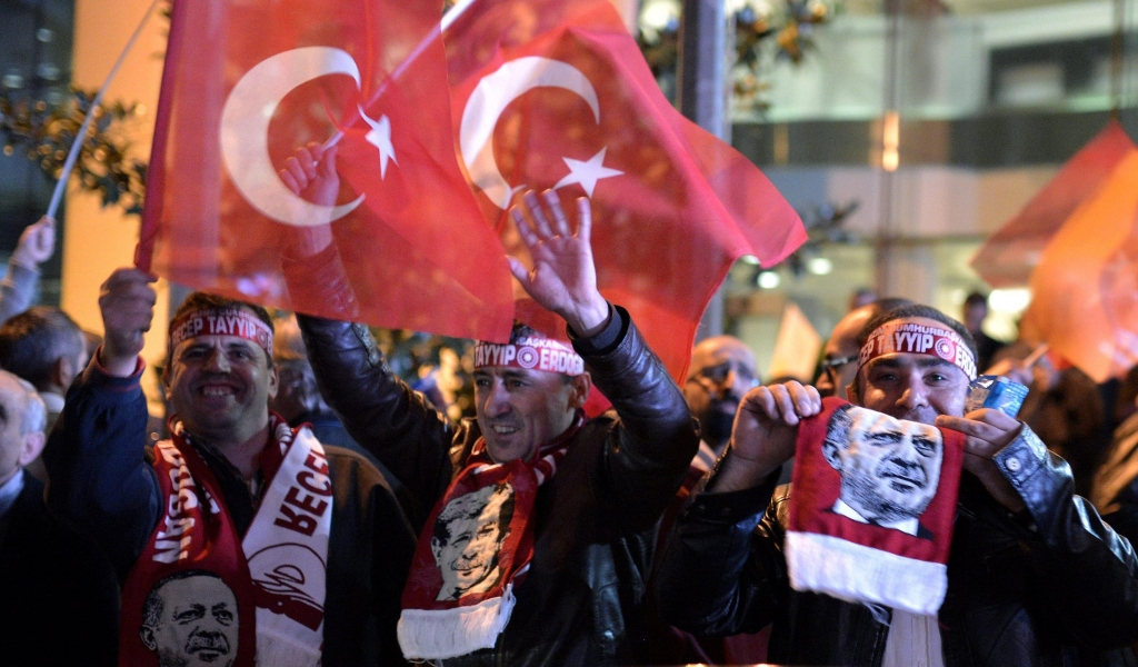 epa05006470 Supporters of Justice and Development Party (AKP) celebrate after hearing the early results of the general elections in front of the party's office in Istanbul, Turkey, 01 November 2015. Early results in Turkey's general elections on 01 November showed the Justice and Development Party (AKP) on track to receive enough seats to form a single party government. The results exceeded pollsters' expectations and would be a huge boost for President Recep Tayyip Erdogan, the AKP founder, who called the snap election and is looking to consolidate his power. EPA/DENIZ TOPRAK