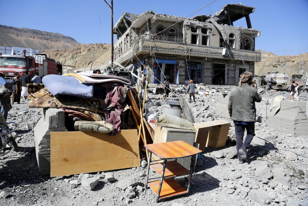 epa05087550 Yemenis inspect the site of airstrikes allegedly carried out by the Saudi-led coalition targeting a neighborhood in Sana'a, Yemen, 04 January 2016. The nine-month conflict in Yemen has escalated dramatically since the Saudi-led coalition started conducting airstrikes against the Houthi rebels in March, with more than 6000 people killed. EPA/YAHYA ARHAB