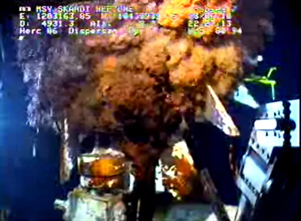 epa02218961 A live video feed from a remotely operated vehicle (ROV) shows crude oil as it escapes from the Deepwater Horizon BP oil well in the Gulf of Mexico 23 June 2010. A containment cap over the wellhead had to be removed after one of the ROVs struck it damaging a vent allowing the well to flow freely into the Gulf of Mexico. Hundreds of thousands of gallons of oil continue to escape as company and federal officials try to stop the flow and continue to battle to save wildlife and the shorelines. EPA/BP HANDOUT EDITORIAL USE ONLY / NO SALES