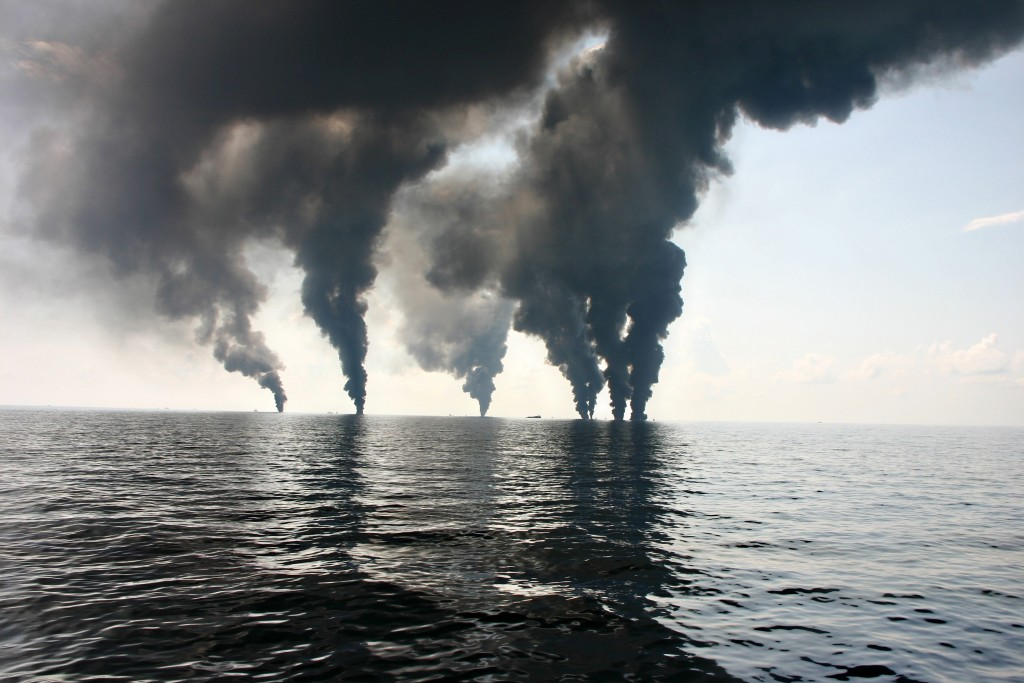 June 18, 2010 - Gulf Of Mexico, LA, USA - View of a controlled surface burn of oil collected from the Deepwater Horizon spill as part of the clean up and containment operation June 18, 2012 in the Gulf of Mexico. (Credit Image: © Nsf/Planet Pix via ZUMA Wire)