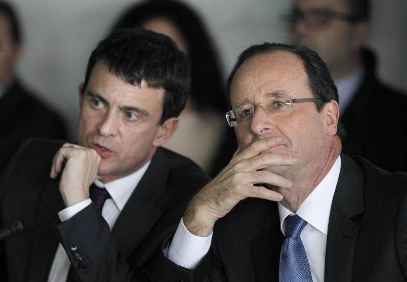 Francois Hollande (R), France's Socialist Party (PS) candidate for the 2012 French presidential election and his Campaign communications director, Manuel Valls, attend a meeting with executives of innovative companies for a campaign visit, on February 22, 2012, at the Genopole, France's leading science and business park dedicated to genomics, genetics and biotech, in Evry, suburb of Paris. AFP PHOTO / PATRICK KOVARIK