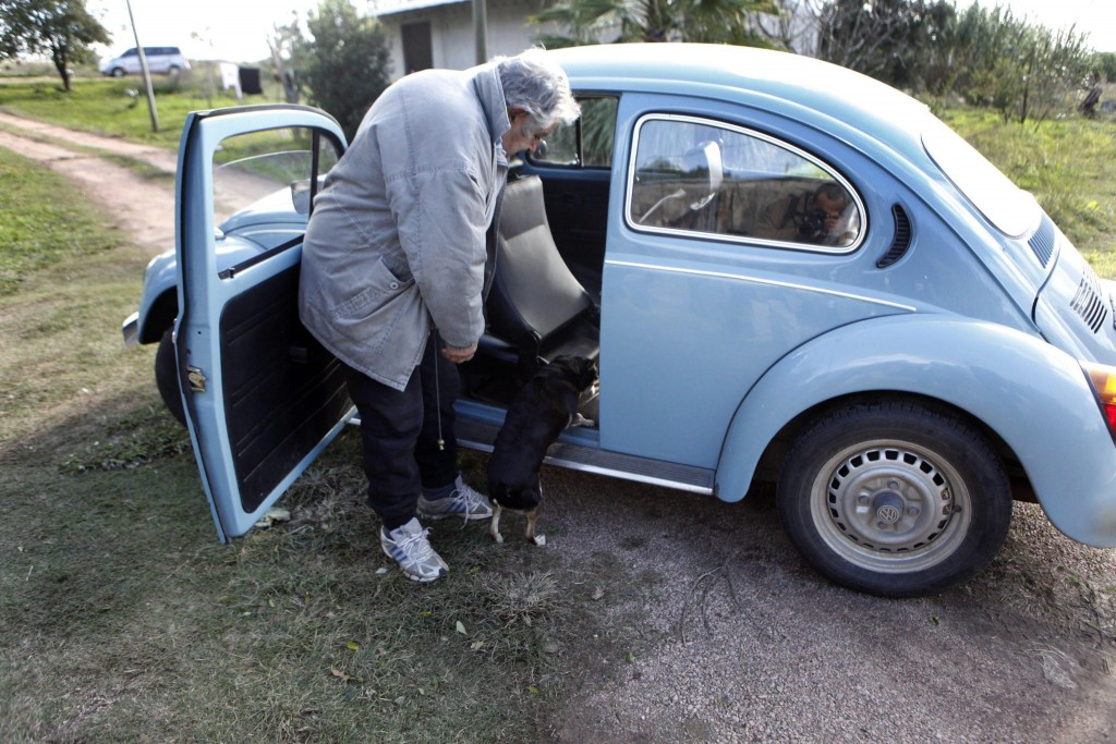 epa04478998 A picture made available on 06 November 2014 shows Uruguayan President Jose Mujica next to his vehicle, a Volkswagen Beetle, at home in Montevideo, Uruguay, 16 May 2013. Mujica, considered the world's poorest state leader for his humble way of life, received an off of 1,000,000 US dollars to sell his Volkswagen 1987, as he admitted in a statement released on 06 November 2014, according to the local press. EPA/IVAN FRANCO